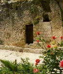 Holy_saturday_tomb2